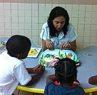Soraya Diase Coffelt reads to an attentive audience.