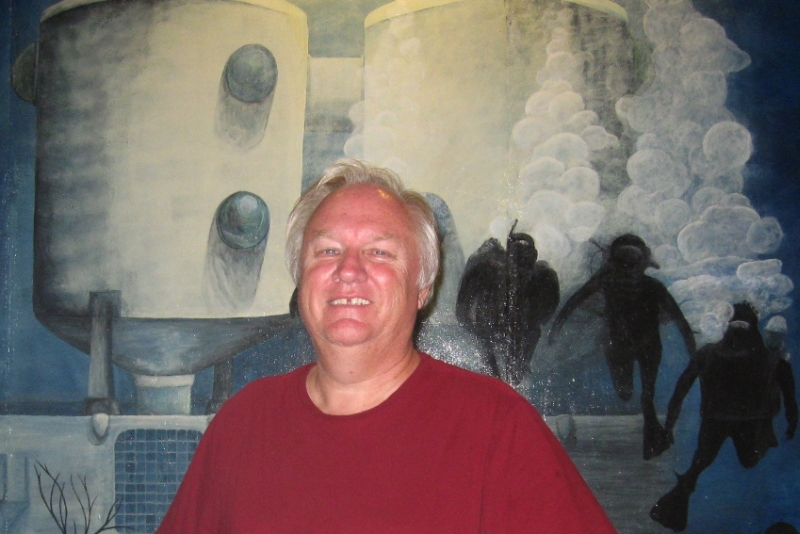 VIERS Administrator Randy Brown with a mural of the Tektite underwater habit.