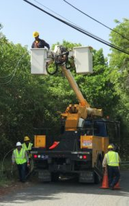 WAPA workers repair electrical lines after September hurricanes. (File photo)
