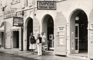 Chantal and Frank chat outside the 'world's largest perfume shop,' their Tropicana, in 1962.