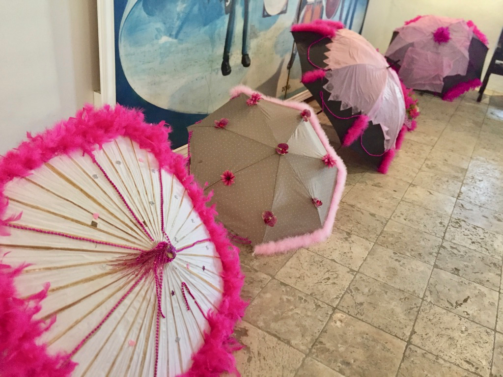 Decorate umbrellas for a memorial march pay tribute to Joann Jones Moorhead, cancer victim. (Source photo by Susan Ellis)