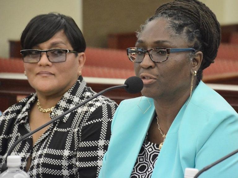 Senators, Administrators Would Like Schools to Start in Mid-August