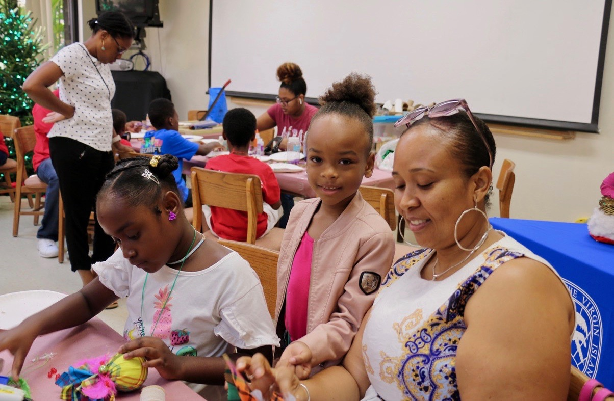 Ashayla Coates concentrates (left) on her creation while Denae Jenicins stands next to her mother, Cassandra King to collaborate on Christmas decor. (Source photo by Linda Morland)
