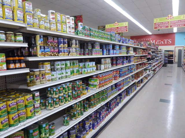 Food Town had full shelves Monday. (Source photo by Linda Morland)