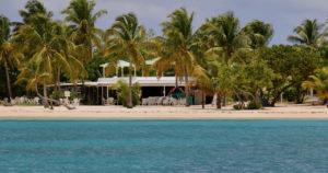 La plage de l'hôtel on the Cay était vide le dimanche matin.  (Photo source par Linda Morland)